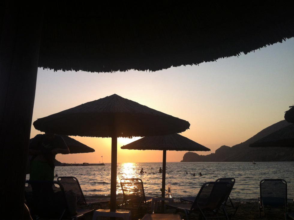 Galissas, Syros, Syros Island Γαλησσας  Ηλιοβασίλεμα στην παραλια του Γαλησσα - by konhat