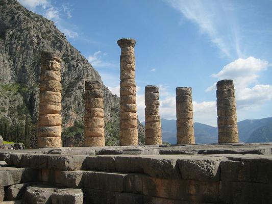 Vathipedo, Arta, Arta The remaining columns of the Temple of Ilmaris at Delphi  photo by Patar knight, wikipedia.org