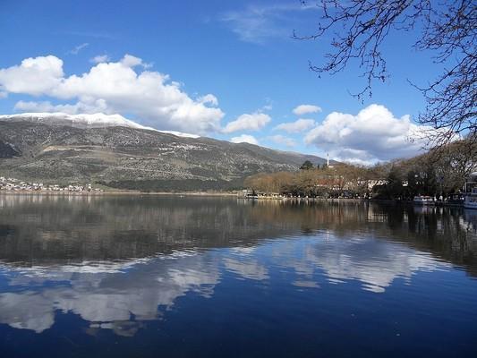 Lefkos, Ditiki Achaia, Achaea Pamvotida Lake - Lake of Ioannina  photo by Philos2000, wikipedia.org