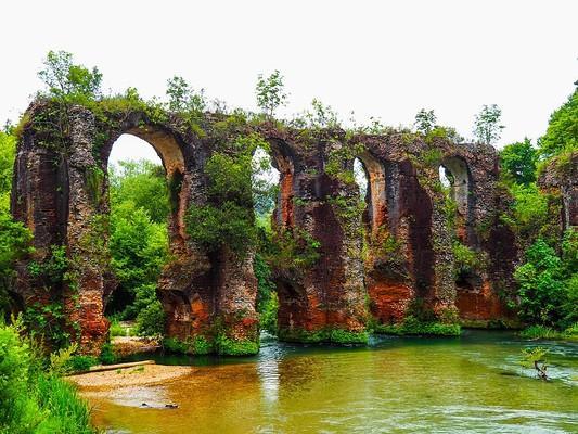 Roman Aqueduct of Nicopolis  photo by George Kafantaris, wikipedia.org