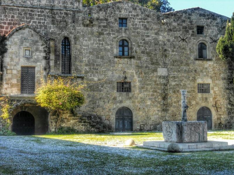 Rhodes Town, Rhodes, Rhodes Island Ο Ιππότης όπου να ναι θα φανεί  Μεσαιωνική πόλη