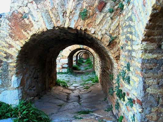 Farakla, Mantoudi Limni Agia Anna, Euboea Ναύπλιο, κάστρο Παλαμήδι.  Μια από τις εικόνες που μπορεί να μας χαρίσει μια περιήγηση στο εσωτερικό του κάστρου. - by spidrman