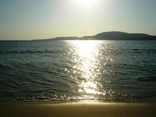 Agios Charalampos, Paros, Paros Island Η παραλία Σίμος στην Ελαφόνησο Λακωνίας  Το φως του δειλινού δίνει στον Σίμο δικαιωματικά τον τίτλο της πραγματικά χρυσής παραλίας! - by spidrman
