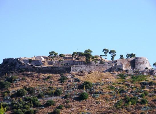 Zervo, Ziros, Preveza Κάστρο Αγίου Γεωργίου, Κεφαλλονιά.  Το κάστρο δεσπόζει στην περιοχή, στην κορυφή του λόφου. - by spidrman