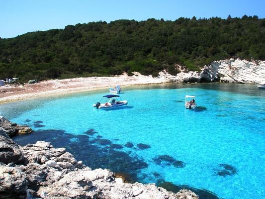 Aosa, Kythnos, Kythnos Island Παραλία Μεσοβρίκα στους Αντίπαξους  Ανάμεσα στις παραλίες Βρίκα και Βουτούμι, στους Αντίπαξους, βρίσκονται τα απίστευτα νερά της παραλίας Μεσοβρίκα. - by spidrman