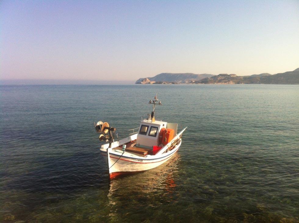 Kimolos Island Καλαμίτσι  Βαρκάκι στο Καλαμίστι με θέα τη Μήλο! - by konhat