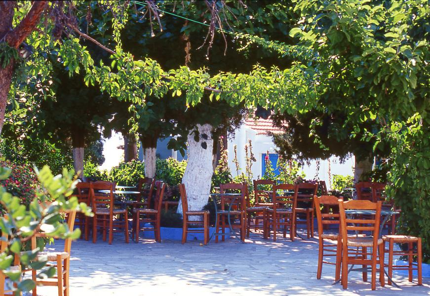 Alonnisos Town, Alonnisos<br>The central square of Chora in Alonnisos. Copyrights: Municipality of Alonissos