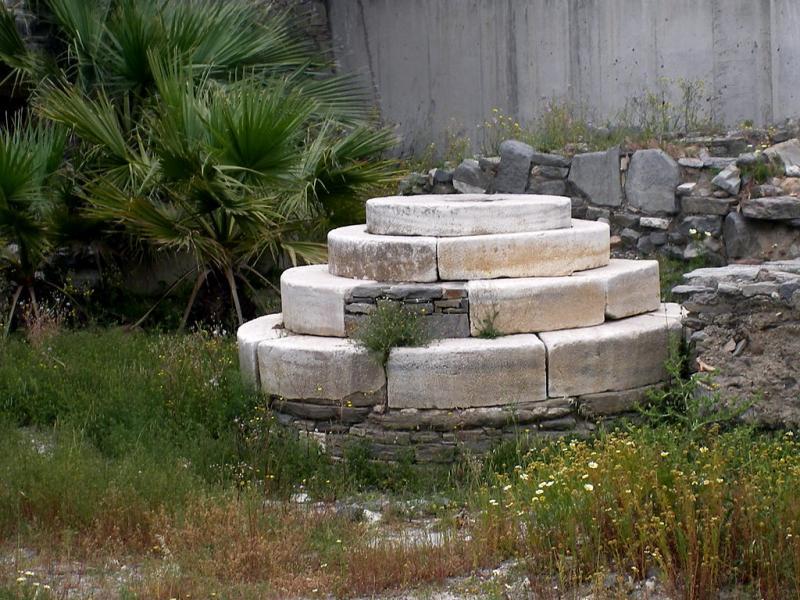Paros Island Circular Monument  photo by Muriel Pécastaing-Boissière pour Cédric Boissière
