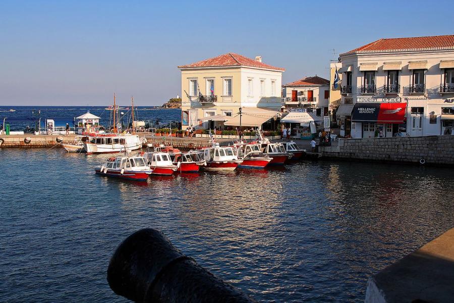 Spetses Island Spetses  photo by Vaggelis Vlachos, wikimedia.org