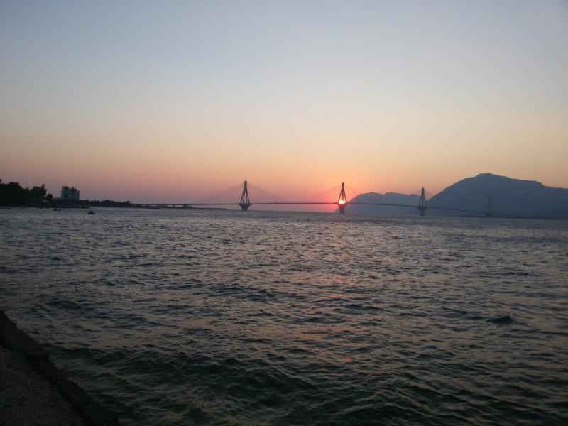 Patras, Patras, Achaea Ρίο, δύση  Κάνοντας ποδήλατο δίπλα στη παραλία