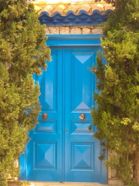 Hydra Island Behind closed doors!    - by adampao