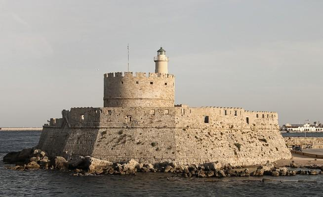 Agios Dimitrios, Orchomenos, Boeotia Agios Nikolaos Fortress and Lighthouse  photo by pixabay