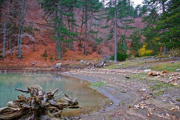 Xiropigado, Voria Kinouria, Arcadia Aoos Lake  photo by Ellie Βarmpagiannis, wikipedia.org