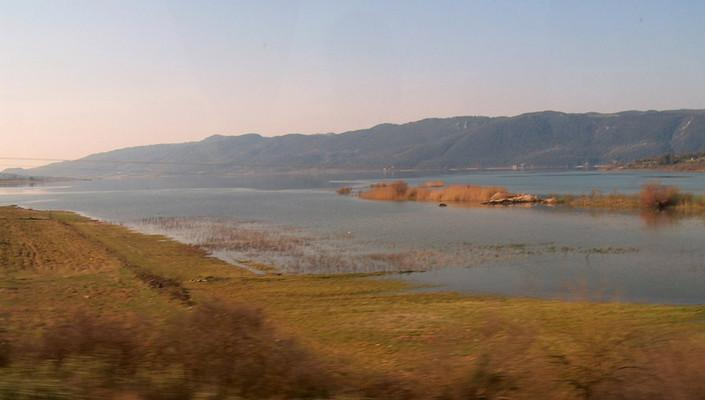 Vathia, Voria Kinouria, Arcadia Amvrakia Lake  photo by Χρήστος Μακροζαχόπουλος, wikipedia.org