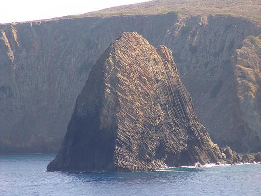 Glaronisia Islands Columns of dacite lava at Glaronisia islet.  photo by Graeme Churchard, wikipedia.org
