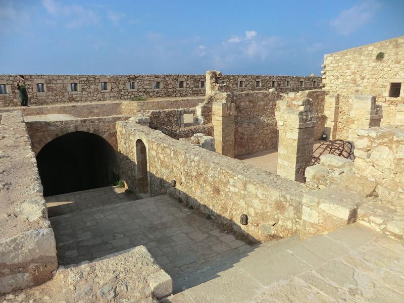 Stiladari, Sithonia, Halkidiki The Fortezza fortress  photo by Benoît Prieur commons.wikimedia.org