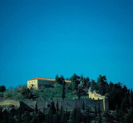 Kalogiri, Karistos, Euboea Castle of Lamia  photo by Γιάννης Ζήσης, wikipedia.org