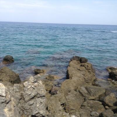 Heraklion Χερσόνησος, Ηράκλειο Κρήτης  Όταν ο καιρός είναι καλός και η θάλλασσα ήρεμη τότε δεν υπάρχει τίποτα καλύτερο από μια βουτιά από αυτά τα βράχια στα πεντακάθαρα νερά! - by Triantafyllia