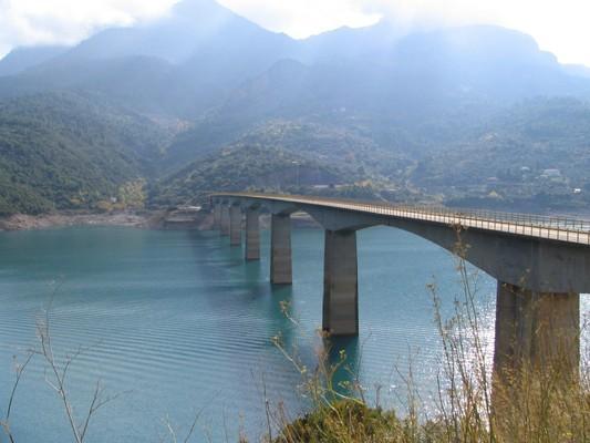 Vlisida, Notia Kinouria, Arcadia Episkopi Bridge  photo by stg_gr1, wikipedia.org