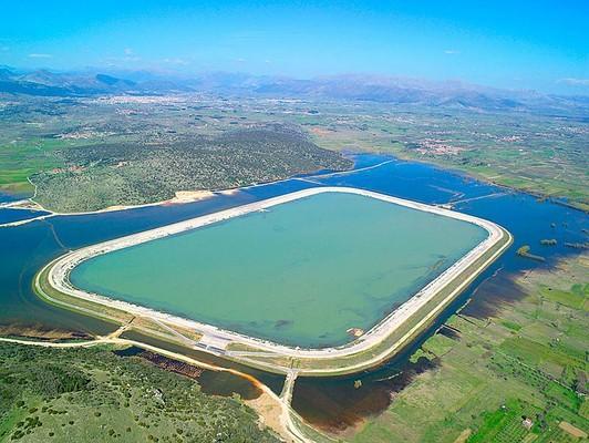 Platanos, Voria Kinouria, Arcadia Taka Lake  photo by Apostolos Papageorgiou, wikipedia.org