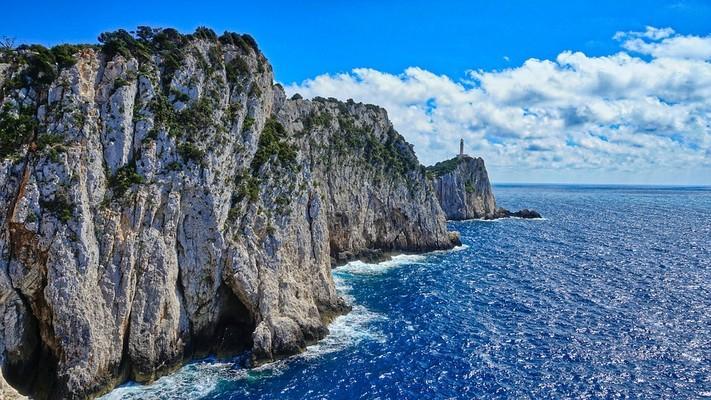 Doukato Lighthouse - Lefkada  photo by Pixabay