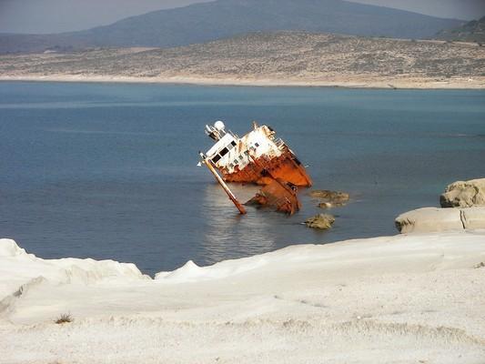 Sarakiniko Ship Wreck  photo by pixabay