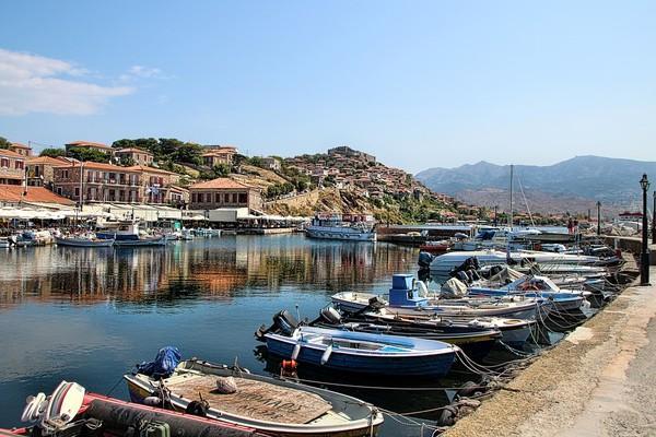 Mithimna Port  photo by pixabay