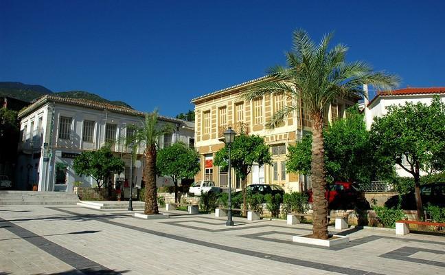 Amfissa, Delphi, Phocis Square in Amfissa  photo by G Da, wikipedia.org