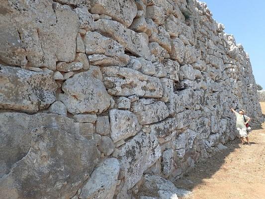 Ormos Agiou Isidorou, Samos, Samos Island Dymaean Wall  photo by Siga, wikipedia.org